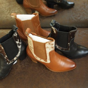 Cowhide leather ankle boots Tan/white cowhide